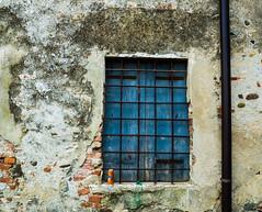 urban style (Valeria Santacaterina) Tags: urban urbannature street windows dettaglio muro wall colori colors old particolar citylife ruggine vecchio urbanlife urbanstyle