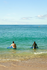 Bodyboarders at the Beach (Shinichiro Hamazaki) Tags: waikiki hawaii waikikibeach graysbeach ハワイ ワイキキ 海岸 ビーチ ワイキキビーチ beach bodyboard bodyboarder ボディーボード