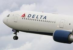 Delta Airlines Boeing 767-400 (AMSfreak17) Tags: amsterdam airport delta off take boeing airlines schiphol runway ams eham 767400 polderbaan 36l n835mh amsfreak17