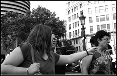 Told Ya! / ¡Te Lo Dije! (mediterraneobcn) Tags: barcelona street plaza city travel people españa woman tree face look leaves square hojas arbol glasses blackwhite mujer spain hands farola europa europe locals exterior gente outdoor branches cara bcn july ciudad manos anger catalonia personas viajes lamppost julio angry trunk argument gafas mirada tronco cataluña openair upset discusión blanconegro argue enfado ramas airelibre callejera 2015 disgusto enfadada lugareños discutir disgustada barcelonaexperience eixampledret mediterraneobcn domingocalvo ensanchederecho righteixample