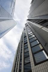 En bas des Citadines - La Dfense (8488) (cfalguiere) Tags: citadines hautsdeseine iledefrance tourfirst ladfense france faade skyscaper tower skyscraper quartiersaisons esplanadenord geometric datepub2015q308 contemporaryarchitecture
