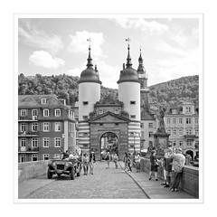 Heidelberg I (Splitti68) Tags: europa europe deutschland germany badenwürtenberg heidelberg neckar altebrücke brückentor square quadrat rahmen schwarzweis blackwhite