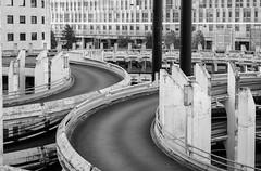 Lignes et courbes (pi3rreo) Tags: city ville noisy urbain urban courbes lignes noiretblanc black white fujinon fujifilm xe2 extérieur parking urbanscape béton arcades