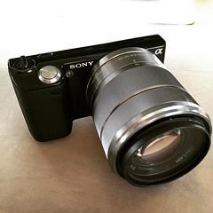 เจ้าภีมอยากถ่ายรูป กล้องNEX5 เราสภาพยังดีกลัวทำหล่นพังก็เสียดาย พอดีเจอfeed fbขึ้นมา NEX5เฉพาะbodyมือสอง แบต แฟลช ที่ชาร์จ กล่อง คู่มือ sd card4g ครบ2,500บาท เคาะซื้อเบย ต่อไปก็จะมีรูปป๊ารูปคู่ม้าเปิ้ลเยอะขึ้นแบ้ววว  ❤️
