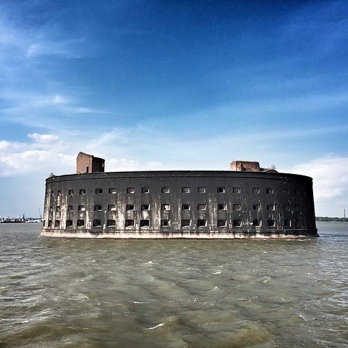 Мрачный форт Александр. Он же чумной.