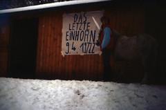 """Filmwerbe-Dia """"Das letzte Einhorn"""" (03) (Rdiger Stehn) Tags: schnee winter analog 35mm deutschland europa dia menschen scan 1986 1980s pferd makingof tier schleswigholstein wanderweg norddeutschland mitteleuropa hausderjugend jugendtreff analogfilm kronshagen kleinbild minoltasrt100x canoscan8800f kbfilm 1980er diapositivfilm jugendtreffaktivitt hausderjugendkronshagen filmwerbedia"""