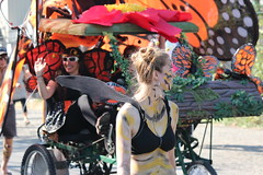 Bee Happy (Chicago John) Tags: seattle fair fremont parade solstice 2015 fremontfair