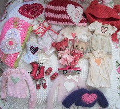 Holiday Inspiration.... (simplychictiques) Tags: hearts blytheclothing valentinesday2017 valentinesdayblytheoutfits hats red pink holidayinspiration