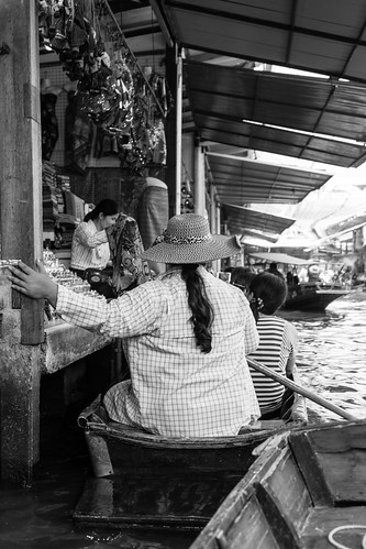 Touristy Floating market + Rod Fai 2 Night Market