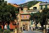 Classica zona di Finalborgo Sv (marvin 345) Tags: liguria italy italia finalborgo casa casavecchia portone portico anticoportico anticopaeseligure ligure