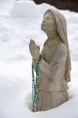 Mary in the snow (Jon Ariel) Tags: mary statue snow metro detroit michigan
