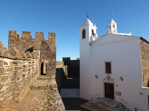Castillo - Torre e iglesia