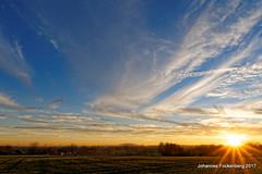 Wöller Skyline (grafenhans) Tags: sony alpha 700 alpha700 a700 himmel sonnenuntergang farben color wolken sonne halde hügel