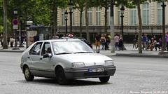 Renault 19 1.4 1991 (XBXG) Tags: auto old paris france car french automobile 14 voiture des renault 1991 frankrijk avenue 19 ancienne champslyses franaise r19 renault19 807qpy75
