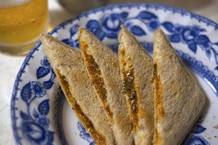 Hot sandwich and beer / ヤマザキ ランチパック 5種の夏野菜カレー (?)