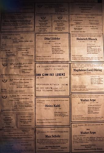 "Filmwerbe-Dia ""Der Sinn des Lebens"" (01) • <a style=""font-size:0.8em;"" href=""http://www.flickr.com/photos/69570948@N04/19963923552/"" target=""_blank"">View on Flickr</a>"