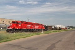 2325 & 2203 on the H-13 turn (Chris Firth of Wakey.) Tags: minnesota stpaul canadianpacific 2325 gp20ceco
