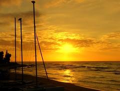 3 Mástiles (camus agp) Tags: españa mediterraneo amanecer playa nubes costa