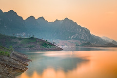 _Y2U1311.0814.Pá Uôn.Chiềng Ơn.Quỳnh Nhai.Sơn La (hoanglongphoto) Tags: asia asian vietnam northvietnam northwestvietnam landscape scenery vietnamlandscape vietnamscenery vietnamscene landscapeinvietnam outdoor afternoon sunset sky mountain mountainouslandscape flank sierra lake water watersurface longexcposure lakeside mountainouslandscapeinvietnam lakescene canon canoneos1dx tâybắc sơnla quỳnhnhai pháuôn phongcảnh buổichiều hoànghôn bầutrời dãynúi sườnnúi hồ nước mặtnước bờhồ mặthồ chụpchậm chụpphơisáng phongcảnhtâybắc hồthủyđiệnsơnla canonef35mmf14lusmlens chiềngơn