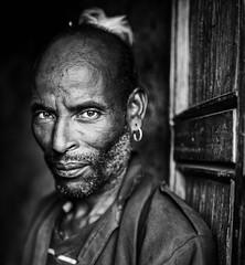 Etiopia (mokyphotography) Tags: etiopia southetiopia kako mercato market benna ari people persone ritratto portrait men uomo etnie ethnicity omovalley bw biancoenero blackwhite