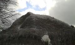 Roche Tulière perçant les nuages (Clément Lambert) Tags: neige snow montagne roche orgues basaltiques paysage tulière