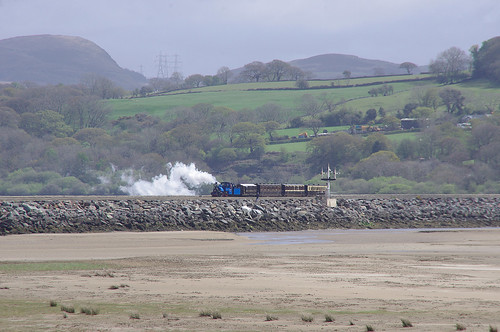 RD13224.  DHR B19 arriving at Porthmadog Harbour Station.