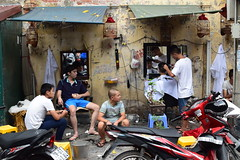 Peluqueria Hanoi (dreamtwister82) Tags: hairdresser street hanoi city vietnam asia peluqueria calle oriental ciudad bar nikon d5300