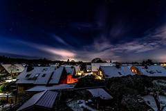 Schnee am Niederrhein (st.weber71) Tags: schnee hünxe dächer niederrhein nrw lzb langzeitbelichtung nightshot winter nachts nikond800 tamron153028 outdoor himmel sterne häuser germany lichter