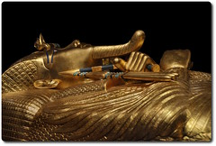 Detail of the Outer Coffin (oar_square) Tags: egyptianreligion egyptianart coffinsofkingtutankhamun discoveredbyhowardcarter mummifiedfigureofosiris crook flail
