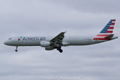 N179UW (thokaty) Tags: kbos bostonloganairport americanairlines airbus a321 a321211 n179uw eis2001 clt