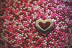 Love You To Pieces ! (Caroline.32) Tags: heart macro macromondays nikond3200 18140mmlens extensiontubes extensiontube20mm cupcakesprinkles metal pieces