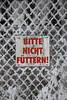 Bitte nicht füttern! (Lena Bo) Tags: bitte nicht füttern schild frost raureif sign blackandred red blackandwhite minimalsim contrast color