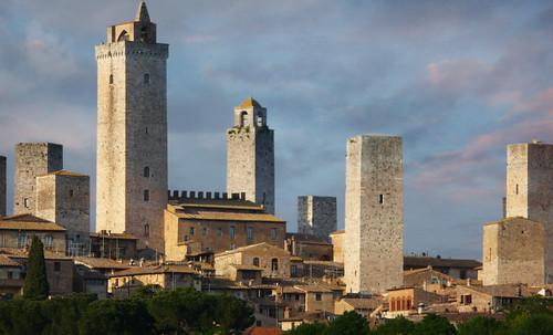 "Torres legendarias / Faros, minaretes, campanarios, rascacielos • <a style=""font-size:0.8em;"" href=""http://www.flickr.com/photos/30735181@N00/32493403686/"" target=""_blank"">View on Flickr</a>"