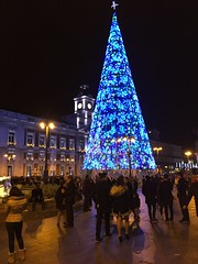 Árbol de Navidad • Puerta del Sol, Madrid (twiga_swala) Tags: puerta sol arbol navidad christmas tree luces decoración navideña lights decoration casa correos gobernación post house architecture spain spanish centro center downtown