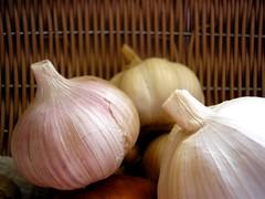 panacea (wakalani) Tags: food white vegetables olympus cocina vistas vegetales mykitchen ajos garlics olympusfe120 wakalani masvistas utatafeature