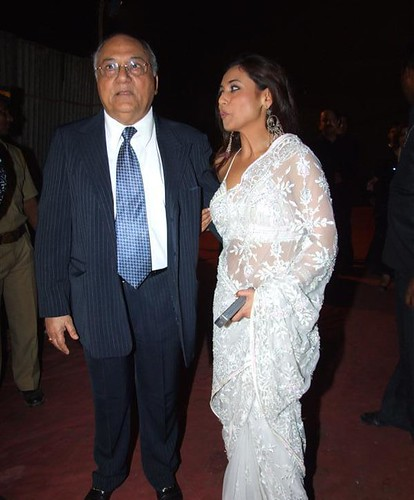 bolly buzz rani mukherjee with her dad