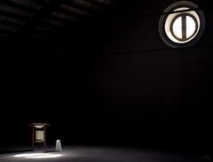 Soledad iluminada (Gallo Quirico) Tags: espaa luz lafotodelasemana spain minolta alicante 7d konica dynax gi bodegon claroscuro lavallonga lfscontraluces gettyimagesspainq1