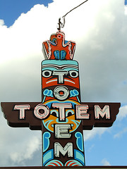 Totem (Curtis Gregory Perry) Tags: old light usa signs classic luz glass sign night america vintage restaurant licht us washington neon glow state pacific northwest bright lumire united tube tubes totem ne retro pole signage wa glowing states dying luce muestra important signe sinal neons  zeichen non segno     teken     glowed    neonic