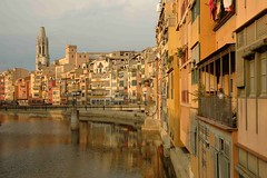Riu Onyar (@Mark_Eveleigh) Tags: plaza travel tourism river spain tour apartment flat visit catalonia girona international journey catalunya catalua catalan tenement gerona horizontallandscape riuonyar