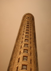 The Flatiron Building, New York (Richard-) Tags: newyork architecture night canon 2006 canoneos20d flatironbuilding canonef35mmf14lusm