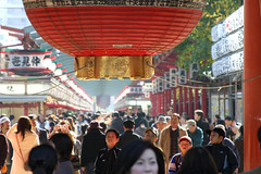 Sensoji temple (iko) Tags: people 15fav topv111 japan lanterne 1025fav 510fav temple sensoji tokyo screensaver crowd lantern foule asakusa ja japon notpicked interestingness99 i500