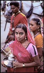 Religious procession, Madurai (danielguip) Tags: india interestingness top20portrait kodachrome madurai canonftql interesting1 scoreme41 angkorset