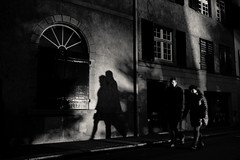 """Day 74_Shadow II (Frédéric Cottens - Photographie """"brute"""") Tags: basel switzerland bw xt2 fuji kontrast shadow night day74 365 couple streetsofmine"""