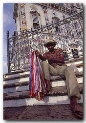 Vendedor de fitinhas do Bonfim (Z Lobato) Tags: igrejasenhordobonfim zlobato salvador bahia brasil festadosenhordobonfim zrobertolobato predigital