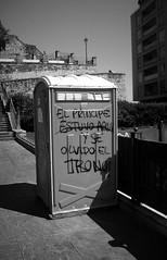 92 (sul gm) Tags: street city water calle ciudad wc zb pintada euskadi throne interestingness11 paisvasco donostia sansebastin waterclose 100vistas explore17jan06 i500 salgm ltytr1