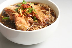 Soy Chicken Noodles (koe2moe) Tags: food chicken cookbook monthlyscavengerhunt noodles p soy soychicken mayoffend hotpeppers comfortfood eggnoodles internationalfood maynotoffend drychilliflakes msh0306 msh03064 ufcookbook offendsme chilliesareoptional notforthefaintheartedjaebugs adultguidanceonly ilovefood7308122006