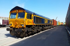 66740 Selby 16.06.15 (jonf45 - 5 million views -Thank you) Tags: train diesel 66 class gb locomotive railways freight potters felixstowe selby railfreight gbrf 66740 4z79