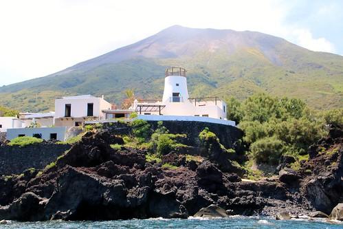 Île de Stromboli / Côte nord - village d Piscita