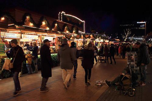 "Auf dem Weihnachtsmarkt (12) • <a style=""font-size:0.8em;"" href=""http://www.flickr.com/photos/69570948@N04/31472012410/"" target=""_blank"">View on Flickr</a>"