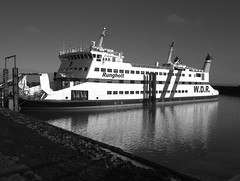 Fähre im Dock (Wallus2010) Tags: rungholt föht wyk fähre wdr meer himmel wolken dock bw monochrom anseladams zonensystem zone5